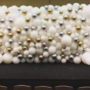 Perete baloane albe aurii si argintii