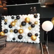 Perete baloane albe aurii si negre