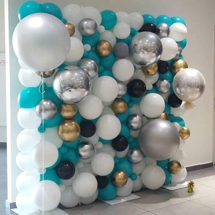 Perete baloane albe turquoise negre aurii si argintii