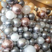 Perete baloane argintii rosegold si albe