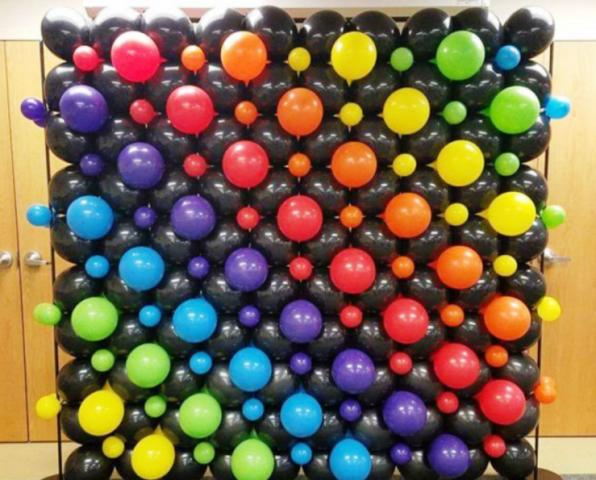 Perete baloane negre si multicolore 2